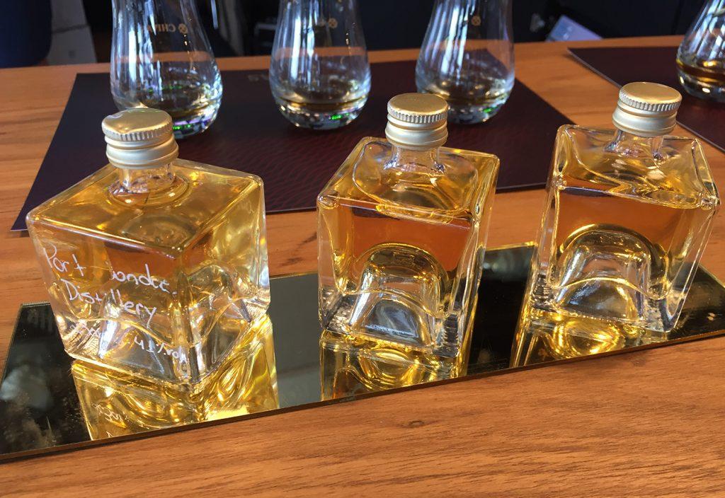 variação de rótulos na degustação de whisky