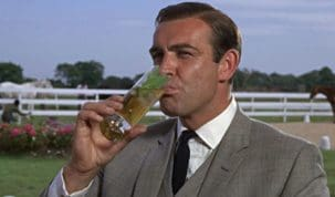James Bond bebendo drink Mint Julep