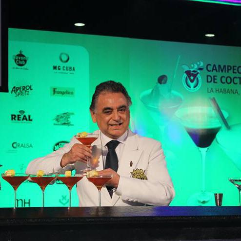Bartender Juan Jose Pereira e seu cocktail Habanera