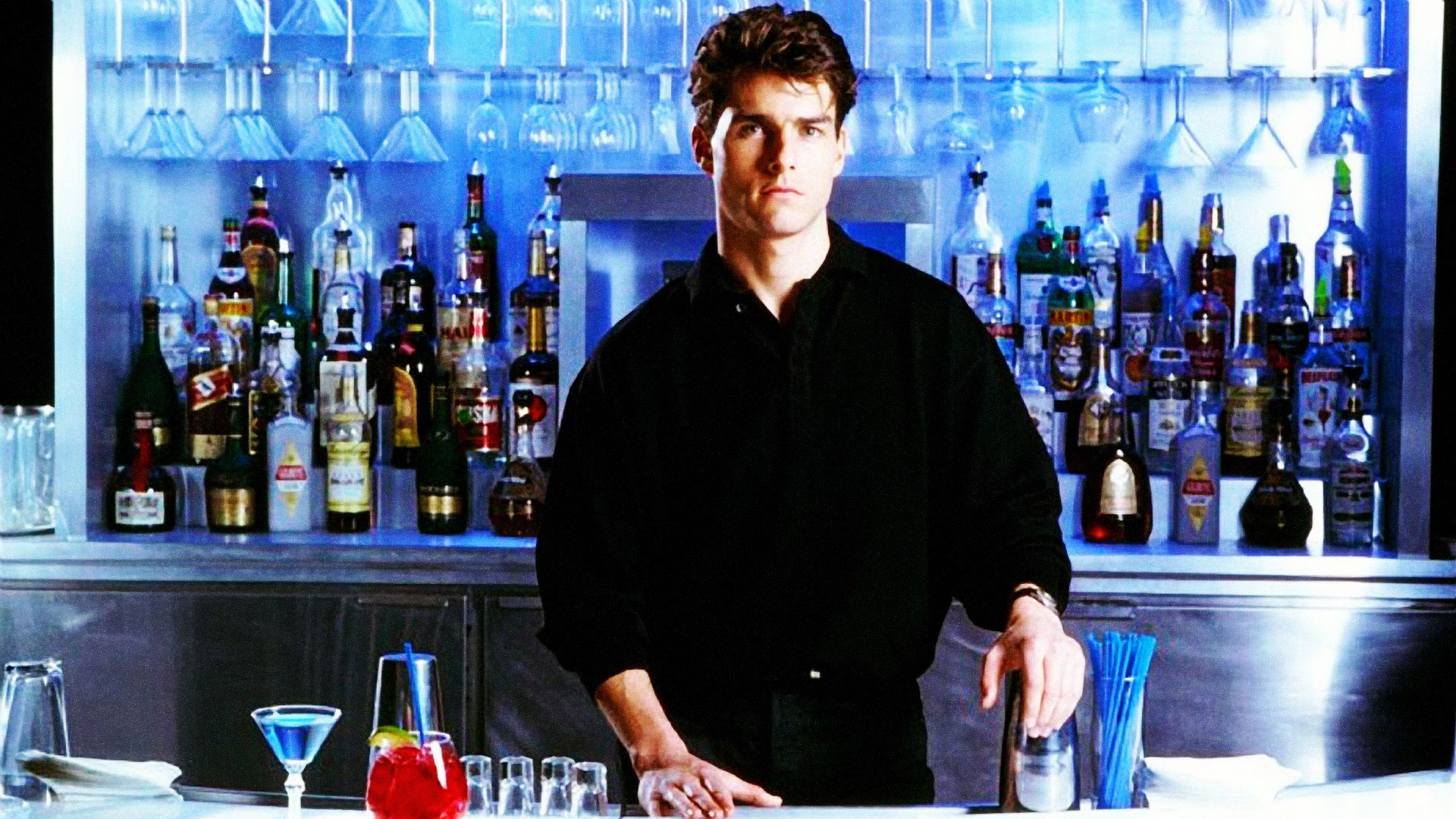 tom cruise atras do balcao no filme cocktail