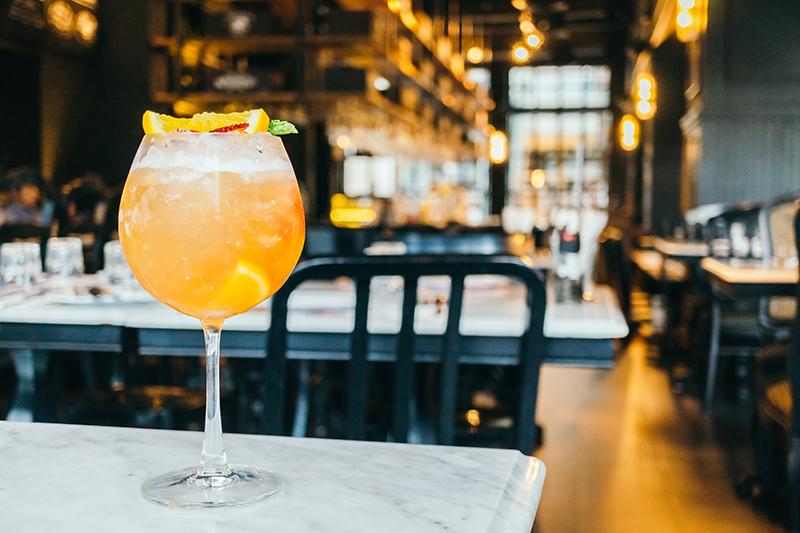 drink consumo responsável no bar.