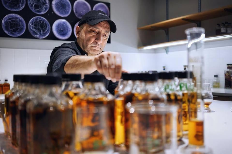 fundador da Rabbit Hole Whiskey, Kaveh Zamanian