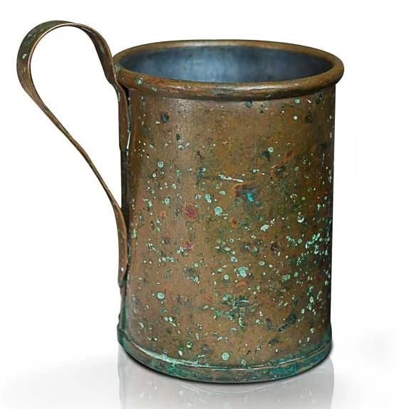 caneca de cobre antiga