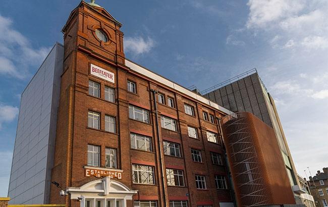 fachada da destilaria de beefeater