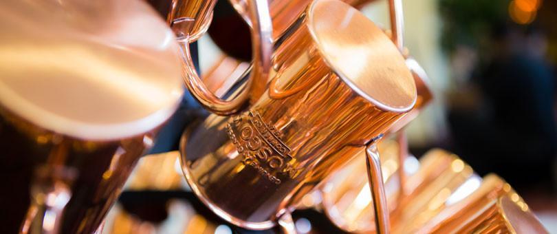 canecas de cobre expostas