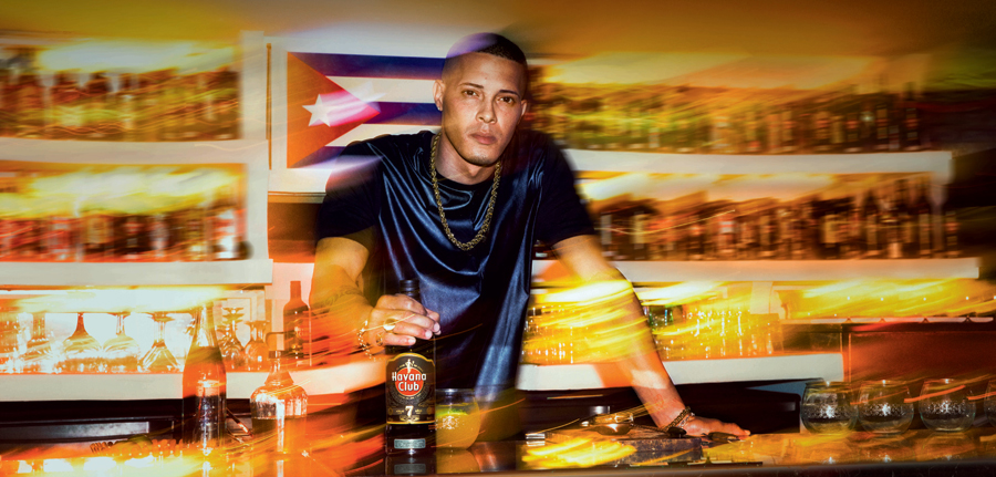 bartender atrás do balcão no Entrepreneur Awards
