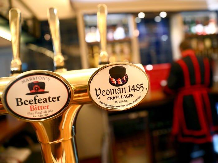 cervejas servidas no Yeoman Warders Club