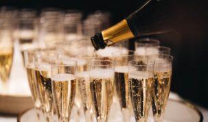 taças de champagne no réveillon