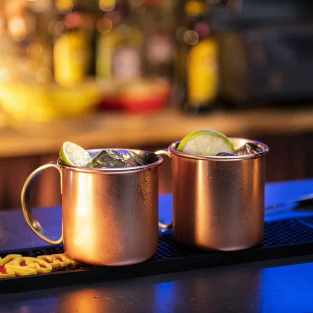 duas canecas de drinks para o natal