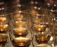 copos de whisky do recomentor