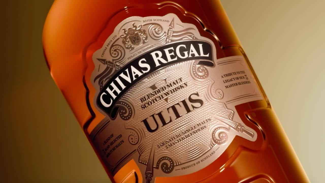 rótulo de garrafa do chivas ultis o melhor blended malt whisky