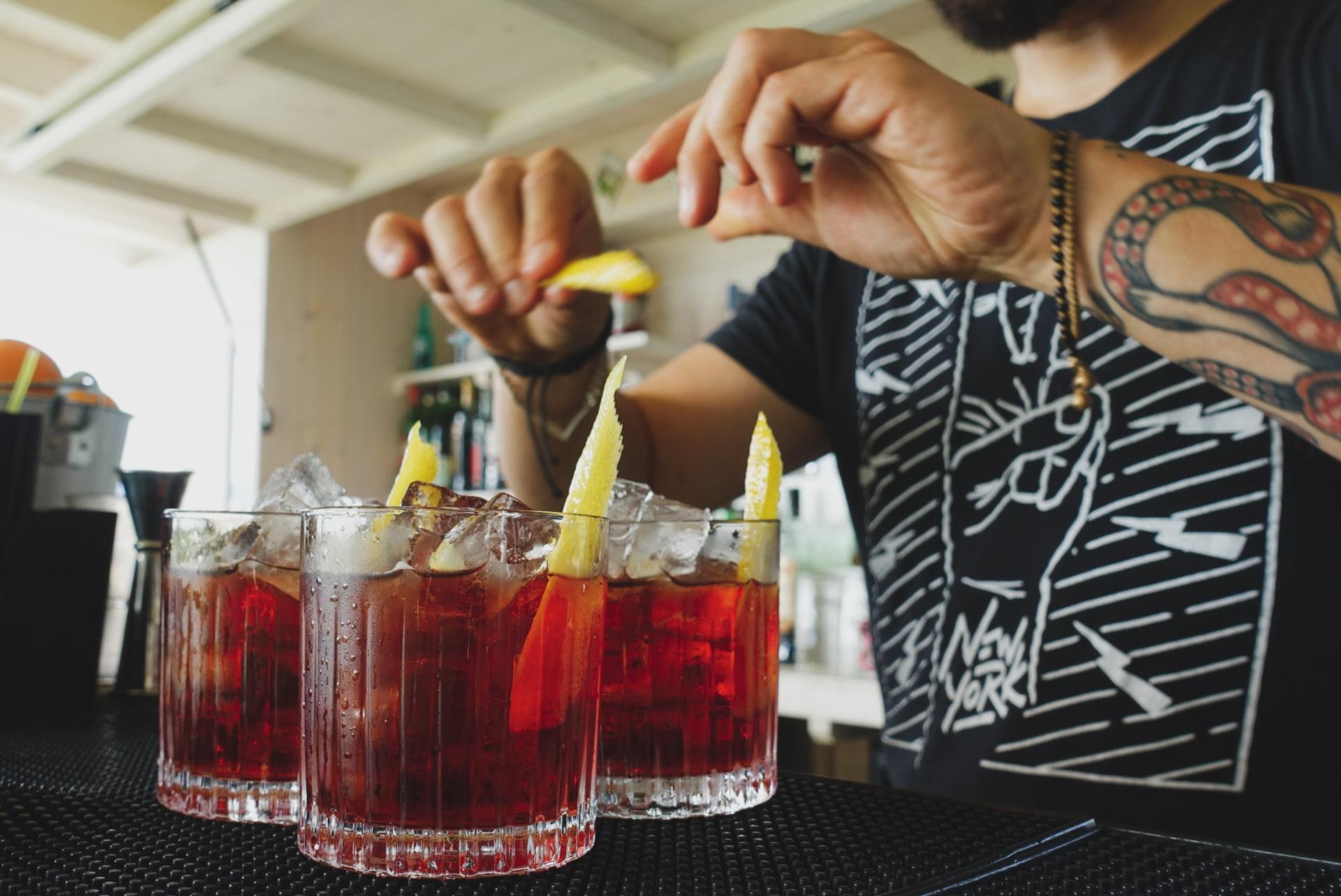 carreira no bar fazendo drinks
